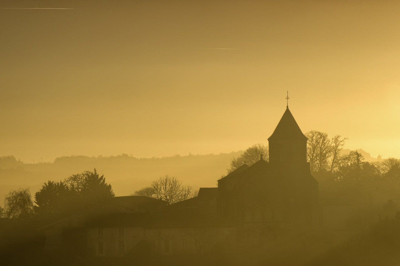 A photo that required  days of preparation and recognition: a village in Haute-Saintonge in the fog in winter.