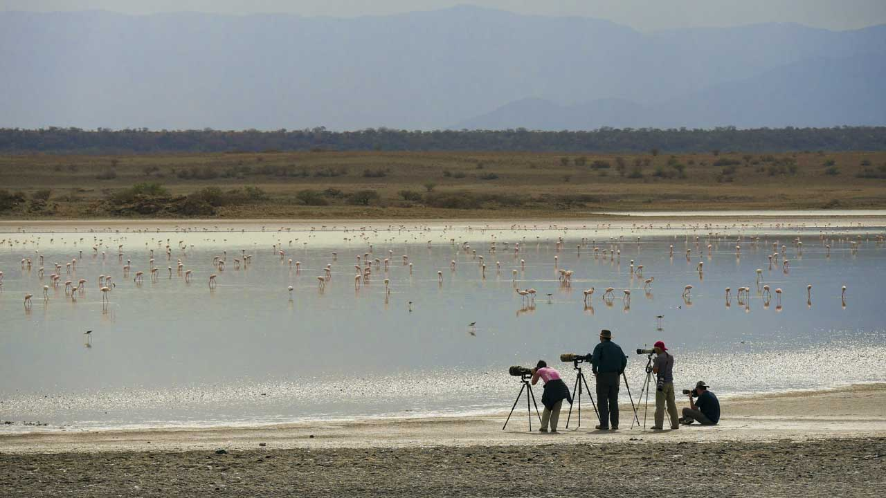 The participants in this animal photography workshop in Kenya in September 2017: Agnes, Amar, Daniel and Gregory. On Lake Magadi. (Photo credit: Michel Laplace Toulouse)