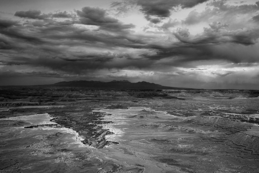 Canyonlands Island in the Sky en Utah en noir et blanc.
